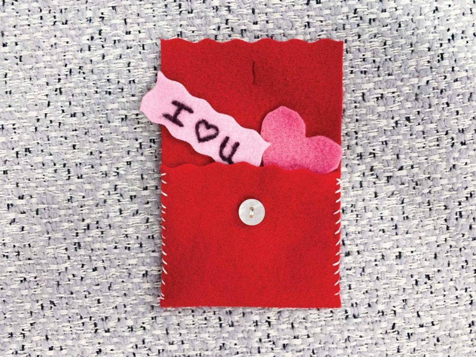 felt envelope Valentines craft
