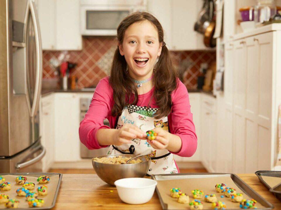 Dana Perella baking cookies